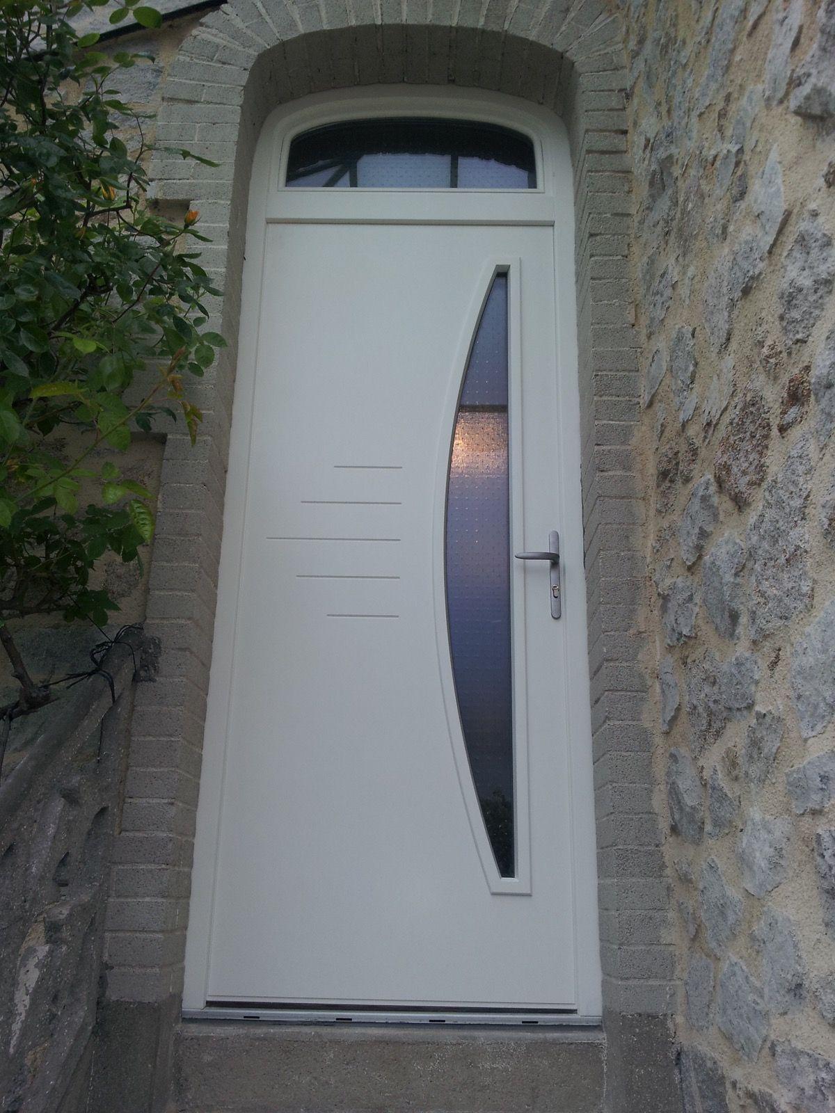 Porte blanche moderne en bois avec vitre