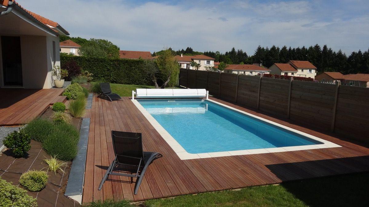Structure d'une piscine en bois