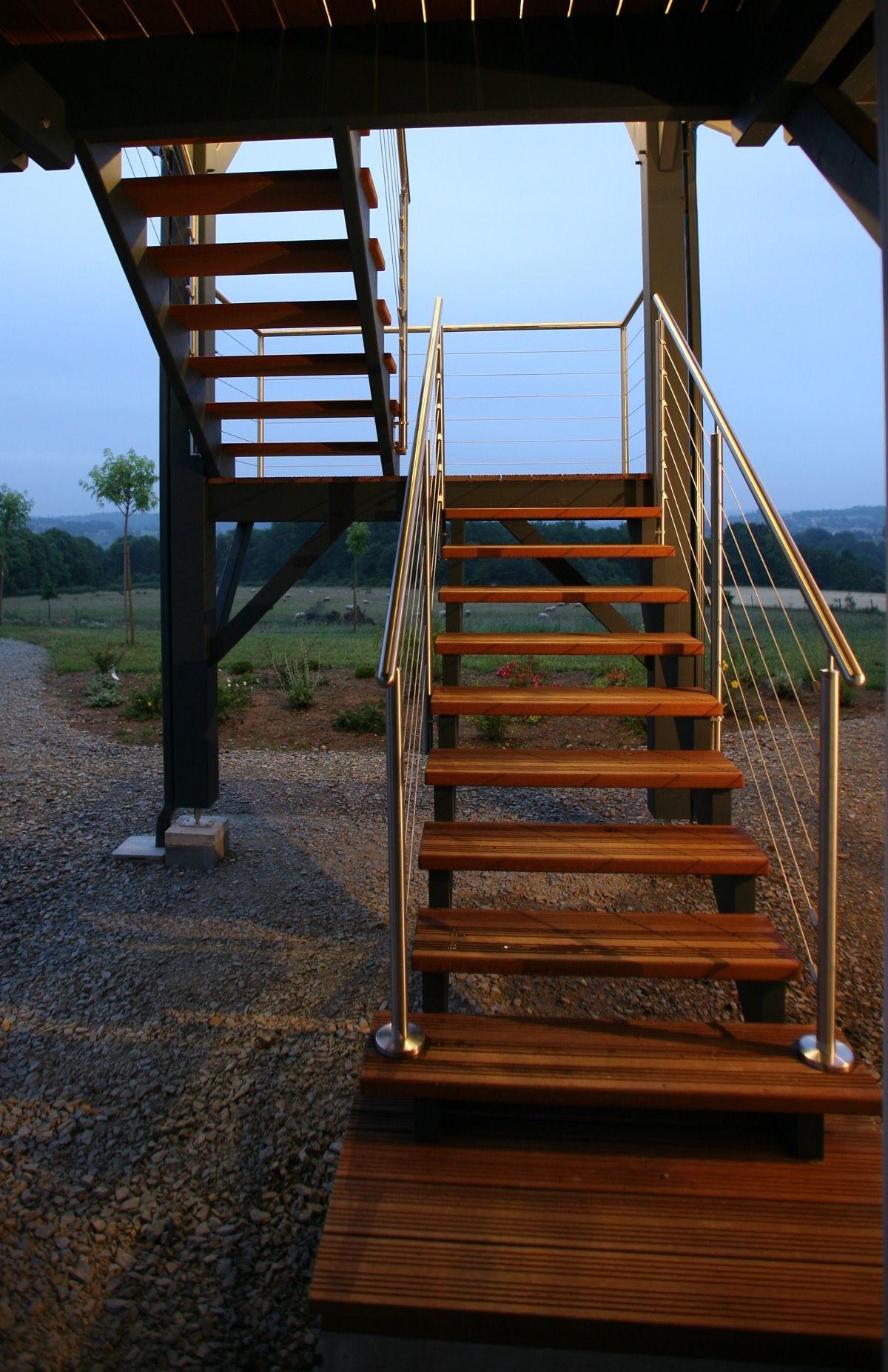 Escaliers extérieurs en bois