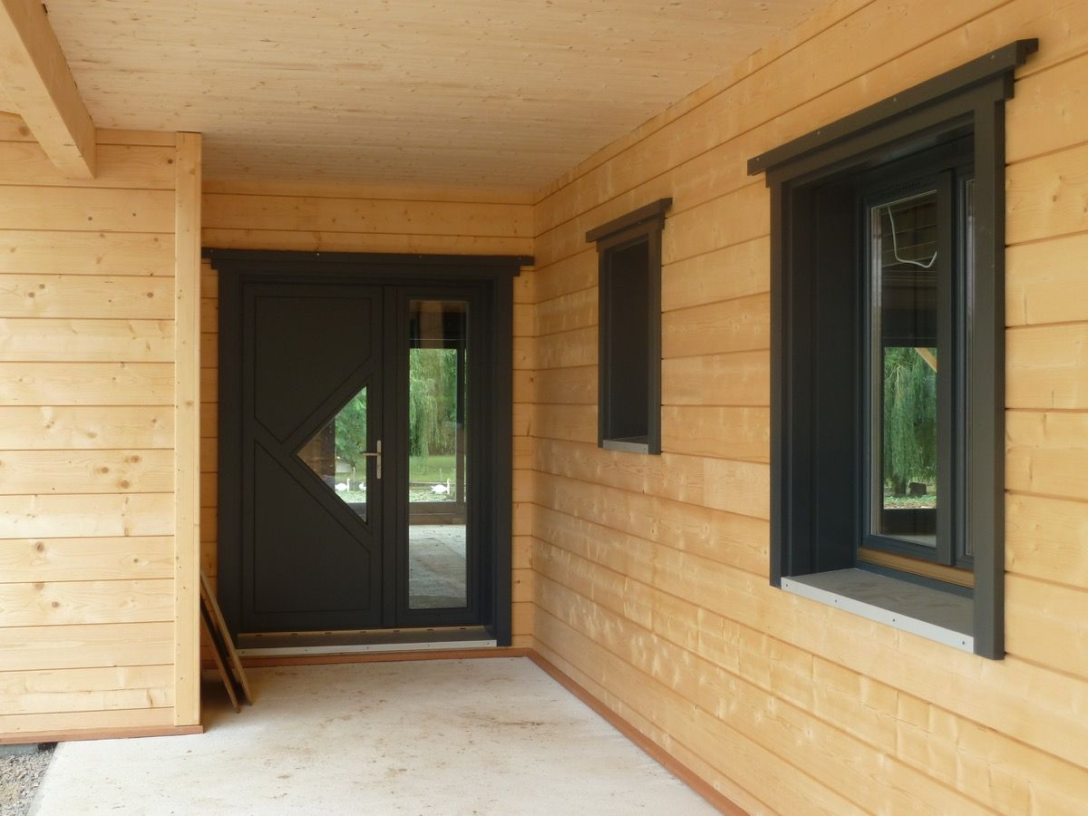 Ossature en bois de l'entrée d'une maison