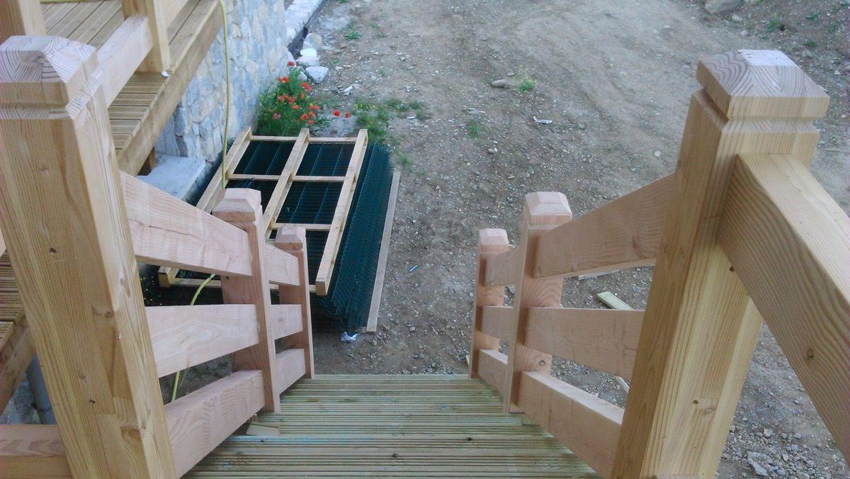 Petit escalier en bois